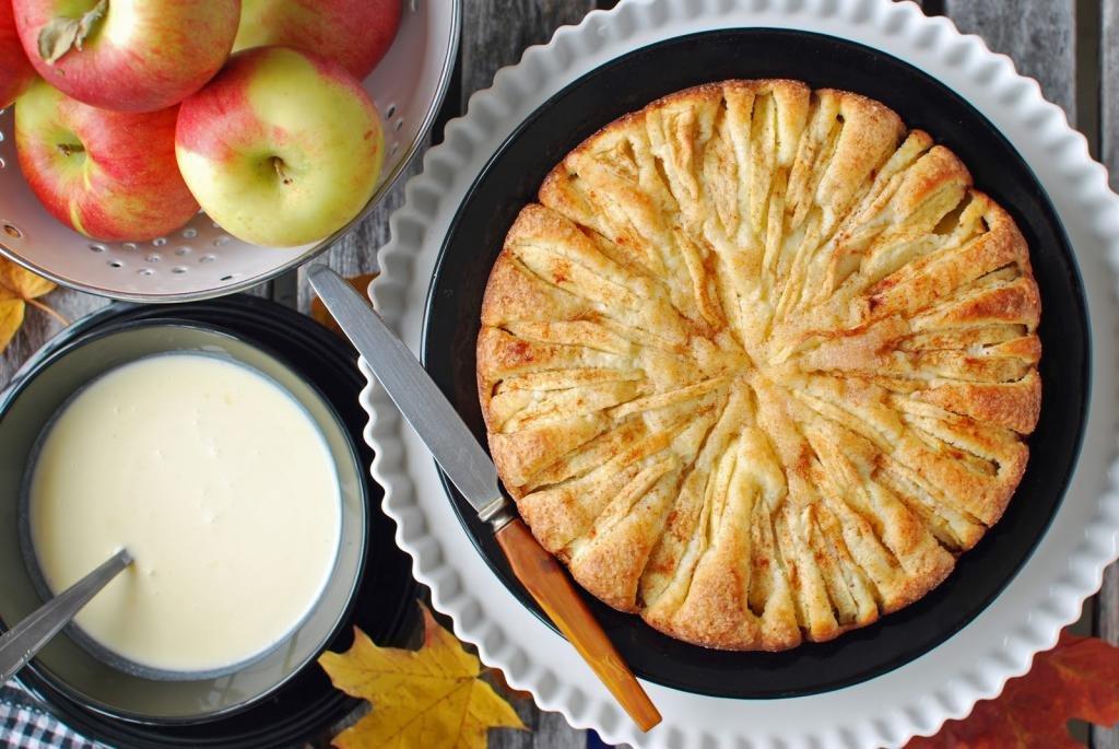 Шарлотка с яблоками в мультиварке пошагово: 10 лучших рецептов вкусной шарлотки
